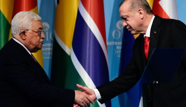 Palestinian President Mahmoud Abbas shakes hands with Turkish President Recep Tayyip Erdogan at the Extraordinary Summit of the Organisation of Islamic Cooperation (OIC) in Istanbul. December 13, 2017 Istanbul