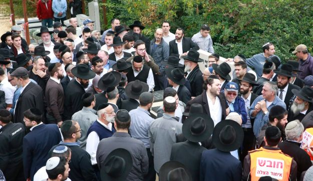 Mourners at the funeral of the family who died in the Sheepshead Bay fire, Holon, December 20, 2017