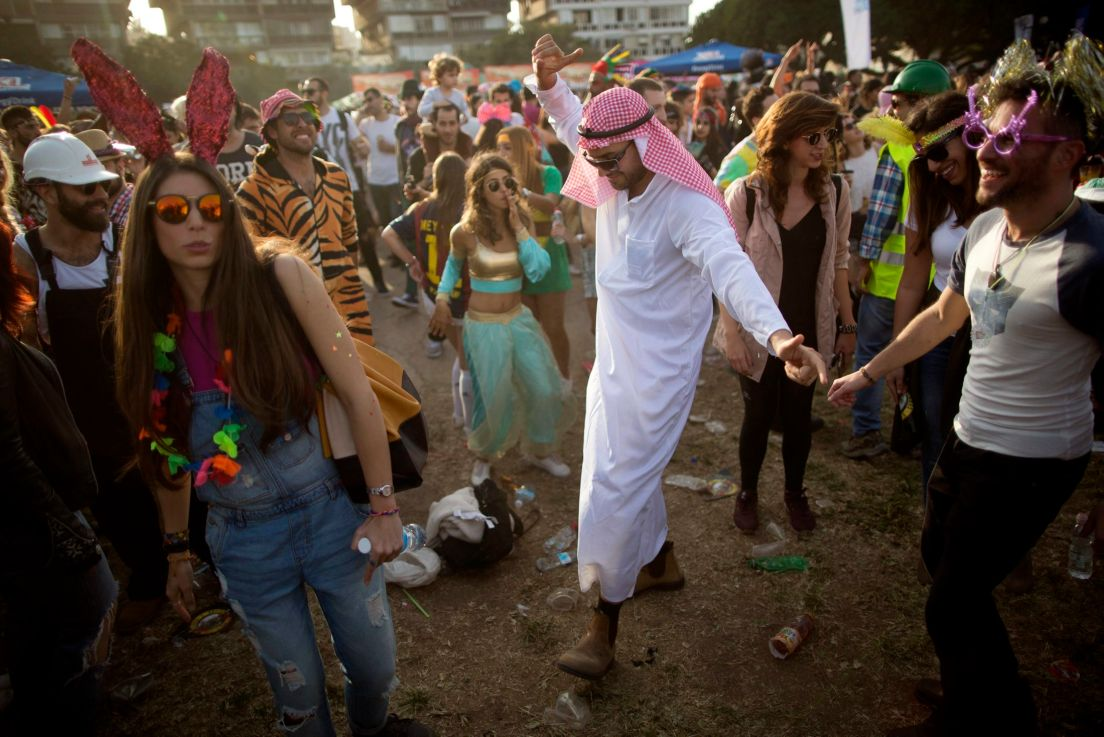 jewish festivals in israel Jewish festivals in israel sukkot in israel 2018 sukkot is a week-long jewish festival which falls shortly after yom kippur sukkot in israel is a time of vacation.