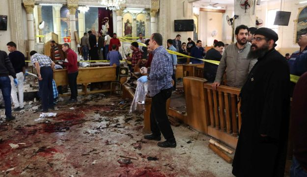 People looking at the aftermath following a bomb blast which struck worshipers gathering to celebrate Palm Sunday at the Mar Girgis Coptic Church in the Nile Delta City of Tanta on April 9, 2017.