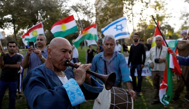 Israelis of Kurdish origin rally in support of the Kurdish referendum outside the American consulate in Jerusalem, Sep 24, 2017.