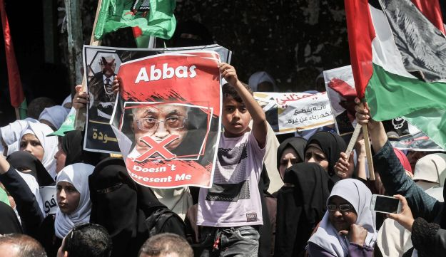 Supporters of Hamas, Islamic Jihad and Al-Ahrar protest against Palestinian President Mahmoud Abbas in the Gaza Strip town of Rafah. May 2, 2017.