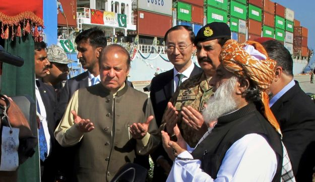Pakistan's Prime Minister Nawaz Sharif and Army Chief Gen. Raheel Sharif pray near Chinese Ambassador to Pakistan Sun Weidong inaugurating a new trade route between Pakistan and China. Nov. 13, 2016