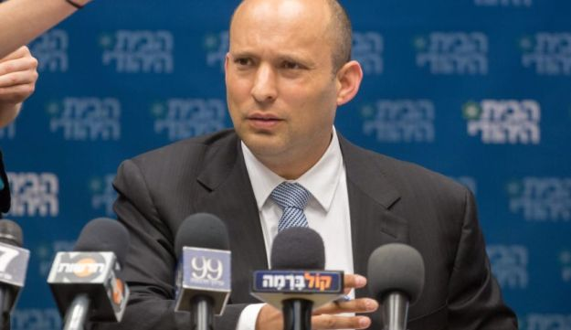 Naftali Bennett meeting with legislators from his Habayit Hayehudi party, July 2017.