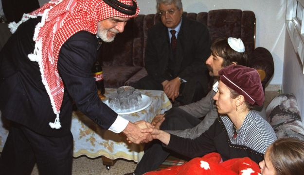 King Hussein of jordan consoling an Israeli family whose daughter was killed by a Jordanian soldier during a class trip to Naharayim, 2007.