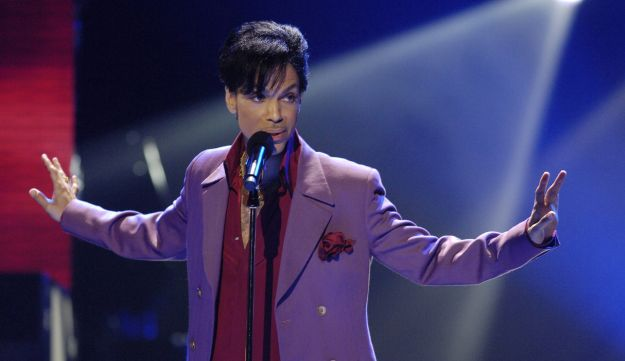 Prince performs at the Kodak Theater in Hollywood, May 24, 2006.