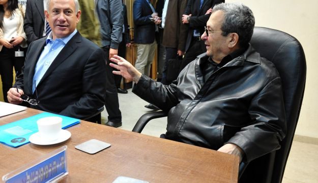 Prime Minister Benjamin Netanyahu, left, with then Defense Minister Ehud Barak in 2012, when the training jet deal was signed with Italy.