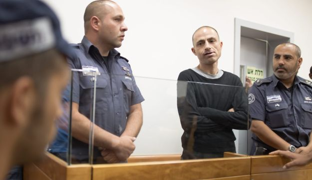 Crime boss Asi Abutbul, center, appears in court, May 25, 2017.