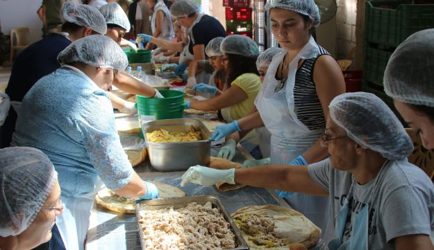 Lebanese women in the town of Ras Baalbek prepare food for soldiers combating the Islamic State on the country's border with Syria, August 22, 2017.