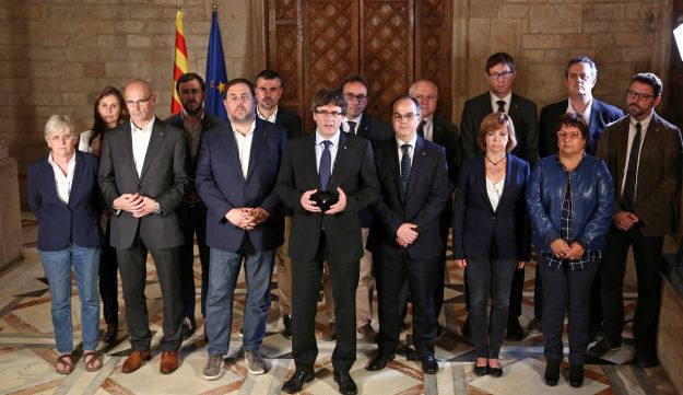 Catalan Regional President Carles Puigdemont (C) is flanked by members of his government as he makes a statement at Generalitat Palace during a raid on several government offices in Barcelona, Spain, October 1, 2017. Catalan Goverment/Jordi Bedmar Pascual/Handout via REUTERS THIS IMAGE HAS BEEN SUPPLIED BY A THIRD PARTY. NO RESALES. NO ARCHIVES