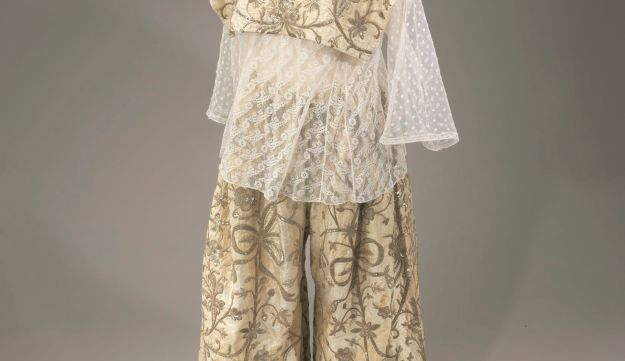 A bridal outfit worn by Tunisian Jews in the early 20th century.