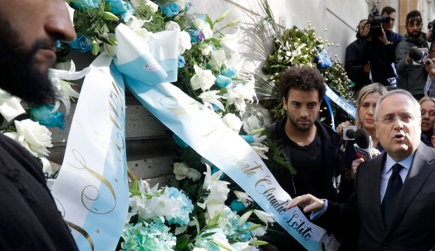 Lazio soccer team president Claudio Lotito lays a wreath outside Rome's Synagogue, Oct. 24, 2017