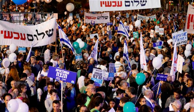 Israelis attend a rally to mark the 22nd anniversary of the assassination of former Israeli prime minister Yitzhak Rabin, on November 4, 2017, at Rabin Square in Tel Aviv.