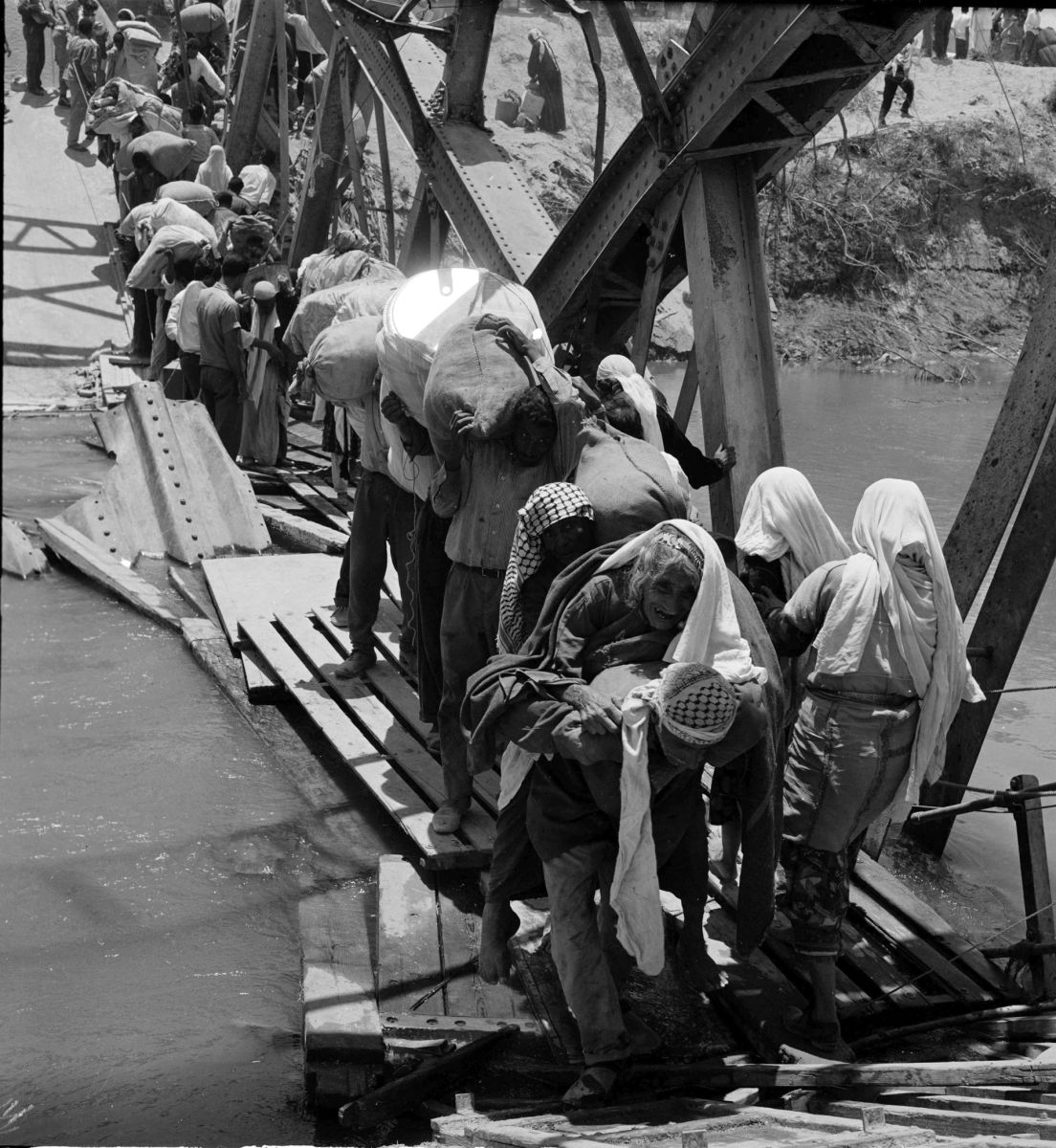 Palestine Refugees Flee Across Over The Jordan River On The Damaged Allenby Bridge During The Six Day War 1967 Ap