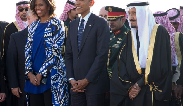 President Barack Obama and first lady Michelle Obama stand with new Saudi King Salman bin Abdul Aziz