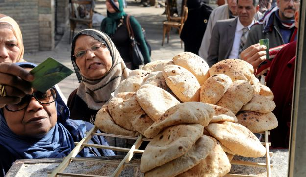 People buy bread at a bakery in Cairo, Egypt, March 9, 2017.