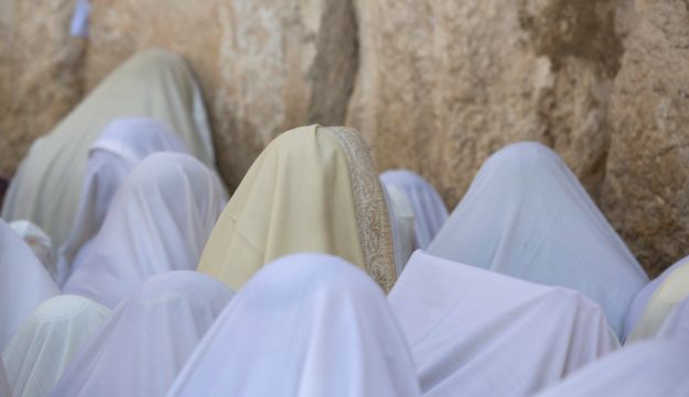 Jewish men, draped in prayer shawls, take part in the Cohanim prayer during Passover at the Western Wall, Jerusalem, Israel, April 25, 2016.