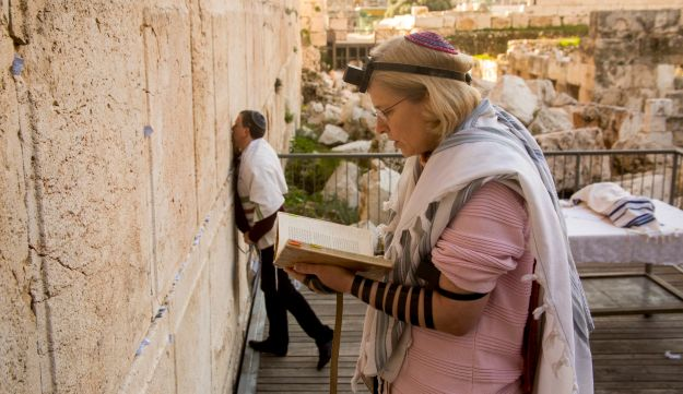 Two Reform Jews pray at a gender-equal prayer service at the Western Wall, february 2016.