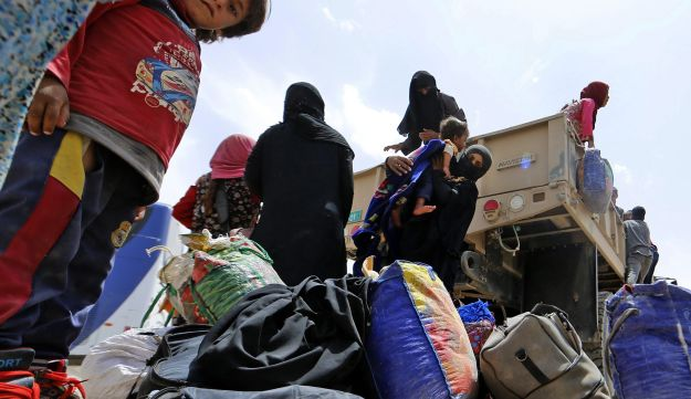 Displaced Iraqis arrive in a safe area after leaving their homes west of Mosul on May 26, 2017.