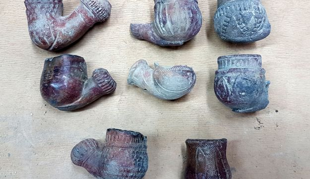 Tobacco pipes dating to the Ottoman period that were exposed in the excavation