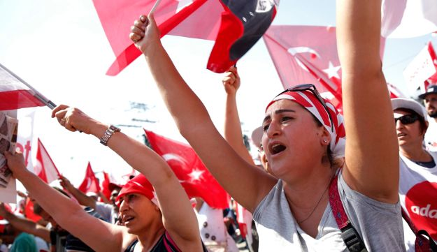 """Supporters of main opposition leader Kemal Kilicdaroglu gather for a rally following the 425-kilometer """"March for Justice"""" in Istanbul, July 9, 2017."""