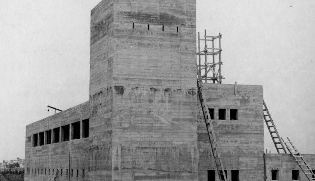 """The """"Tegert fort"""" at Gedera being constructed in 1940."""