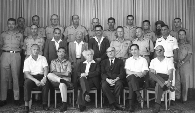 David Ben-Gurion, center, next to Levi Eshkol, Shimon Peres and Moshe Dayan. A putsch in three stages.