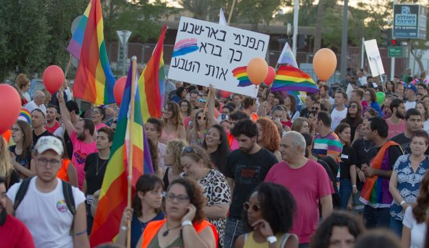 "Hundreds of Israelis march in Be'er Sheva's first gay pride. Sign reads: ""Understand, Be'er Sheva, this how how nature's made me."""