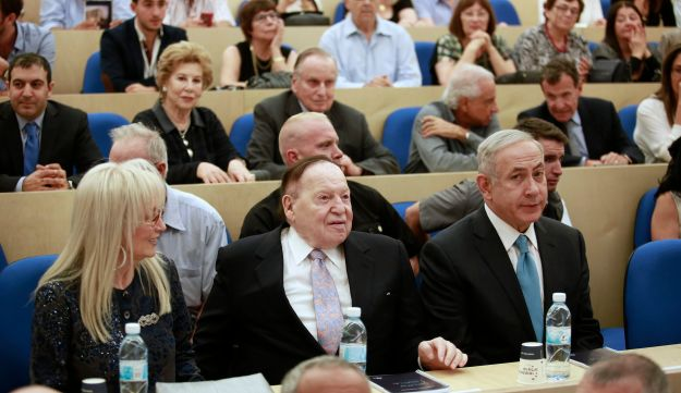 Prime Minister Benjamin Netanyahu, right, with Miri and Sheldon Adelson at the inauguration of the Adelsons' School of Entrepreneurship, IDC Herzliya, October 26, 2016.