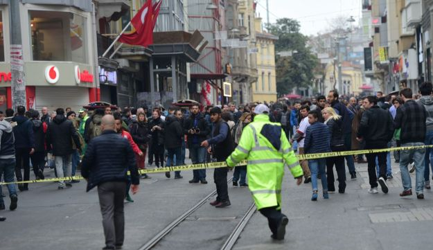 Turkish police push people away after an explosion on the pedestrian Istiklal avenue in Istanbul on March 19, 2016.
