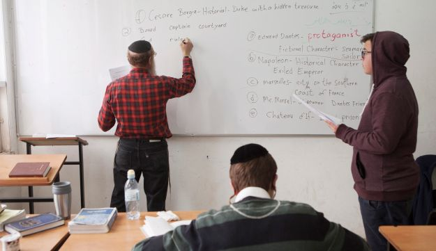 A teacher asks a question during a class at the Yeshiva high school Chachme Lev in Jerusalem. March 15, 2016.