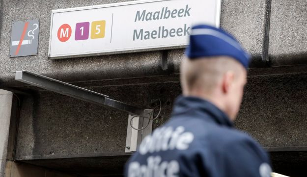 A Belgian police officer stands guard outside the metro station of Maalbeek in Brussels following bomb attacks in Brussels metro and the airport in Zaventem, Belgium, March 23, 2016.