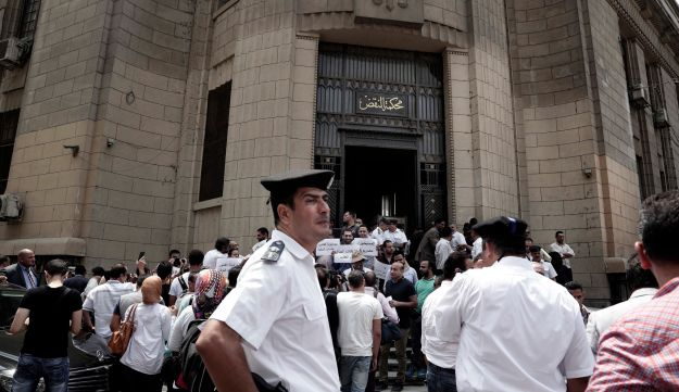 Police officers look on as Egyptians gather to protest against the latest surge of assaults on Christians in Cairo, Egypt, August 13, 2016.
