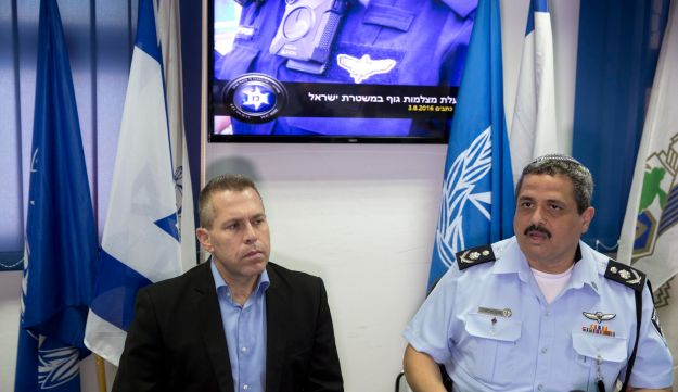 Public Security Minister Gilad Erdan and Police Commissioner Roni Alsheich, August 3, 2016.