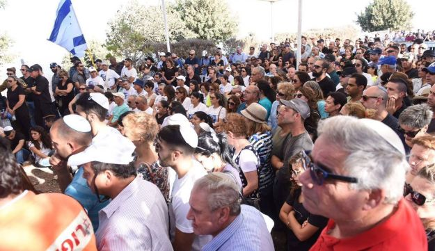 Hundreds attend the funeral of Herzl Shaul, father of Oron Shaul, who was killed in Gaza, September 4, 2016.