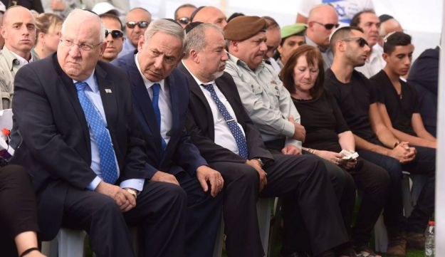 Rivlin, Netanyahu, Lieberman and Eisenkot during the funeral of Herzl Shaul, father of Oron Shaul, who was killed in Gaza, September 4, 2016.