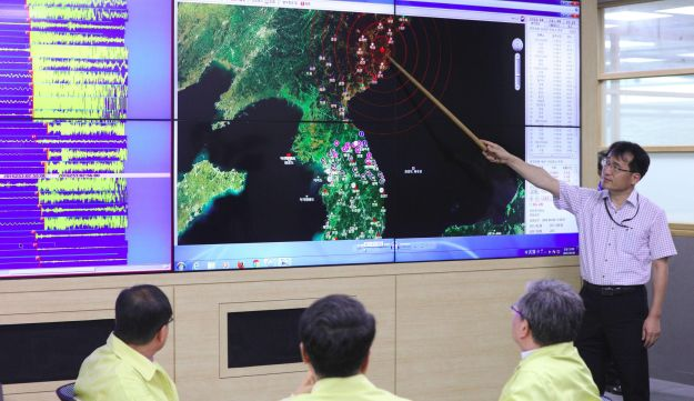 An official points to a map with seismic waves in North Korea following news of another nuclear test at the Korea Meteorological Administration in Seoul, September 9, 2016.