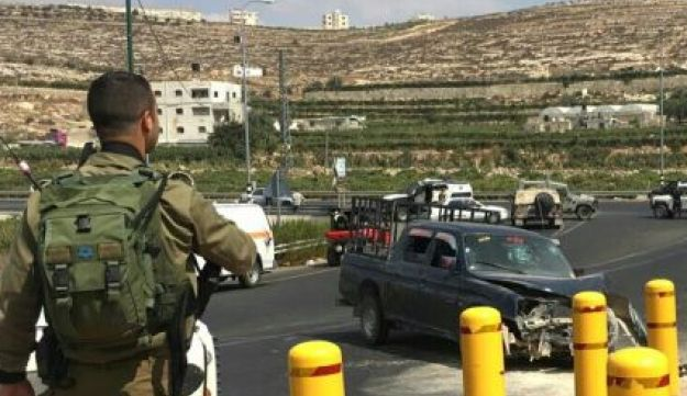 A soldiers looks at a car involved in what the IDF described as an attempted car-ramming attack near the West Bank settlement of Kiryat Arba, September 16, 2016.