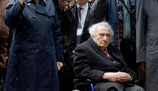 German Chancellor Angela Merkel, left, and Holocaust survivor Max Mannheimer at ceremony marking 70th anniversary of Dachau concentration camp. May 3, 2015.