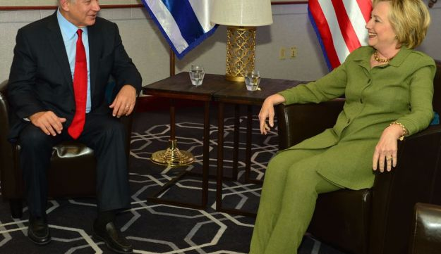 Prime Minister Benjamin Netanyahu meets with U.S. Democratic presidential candidate Hillary Clinton at the W Hotel in New York, September 25, 2016.
