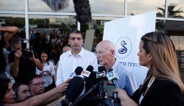 Shimon Peres' personal doctor and son-in-law, Prof. Rafi Walden, updates the press about the former president's condition on Wednesday, September 14, 2016.
