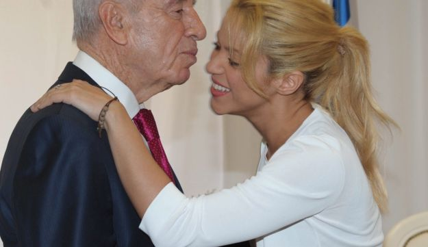 Shimon Peres with singer Shakira in 2011.