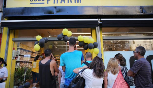 The opening day of the Good Pharm drugstore in Tel Aviv. Everything in the store costs 10 shekels.
