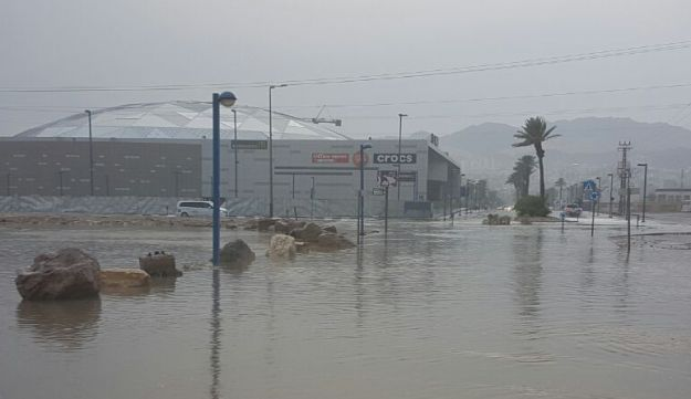 A shopping mall in Eilat made inaccessible by high water levels, October 28, 2016.