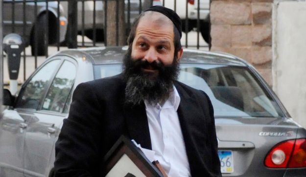 Sholom Rubashkin walks to the U. S. Courthouse in downtown Sioux Falls, S.D, Oct. 13, 2009.