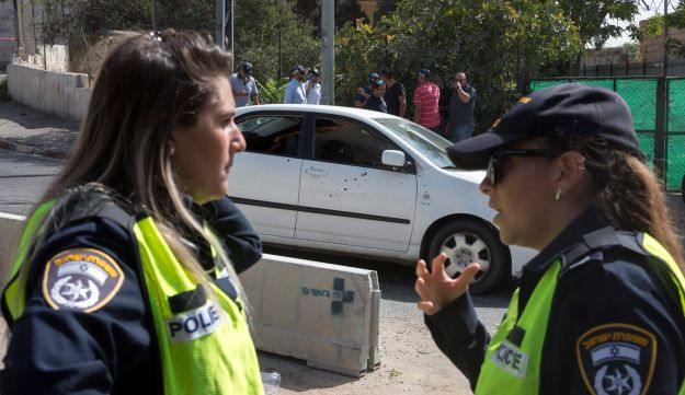 Two female police officers at the scene of a terror attack in Jerusalem. Senior female officers earn 3,000 shekels less than their male peers, but the gap is 300 shekels in lower ranks.