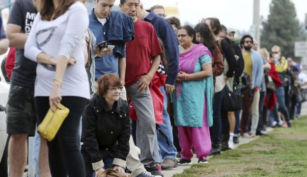 Los Angeles residents lining up for early voting, Oct. 30, 2016.