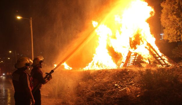 FILE PHOTO: Firefighters put out a blaze in Modi'in Ilit on Lag Ba'omer in 2014.