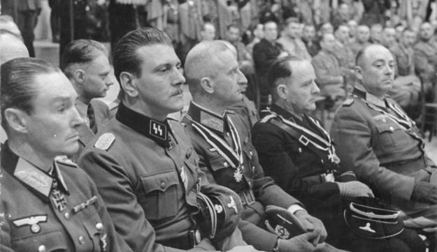 Otto Skorzeny (2nd from left), 3 October 1943.