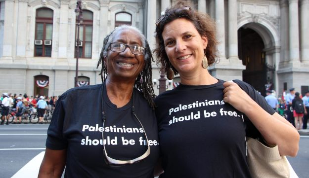 Rebecca Vilkomerson (right) in July 2016, with Caroline Hunter, who was part of the movement to end apartheid in South Africa.
